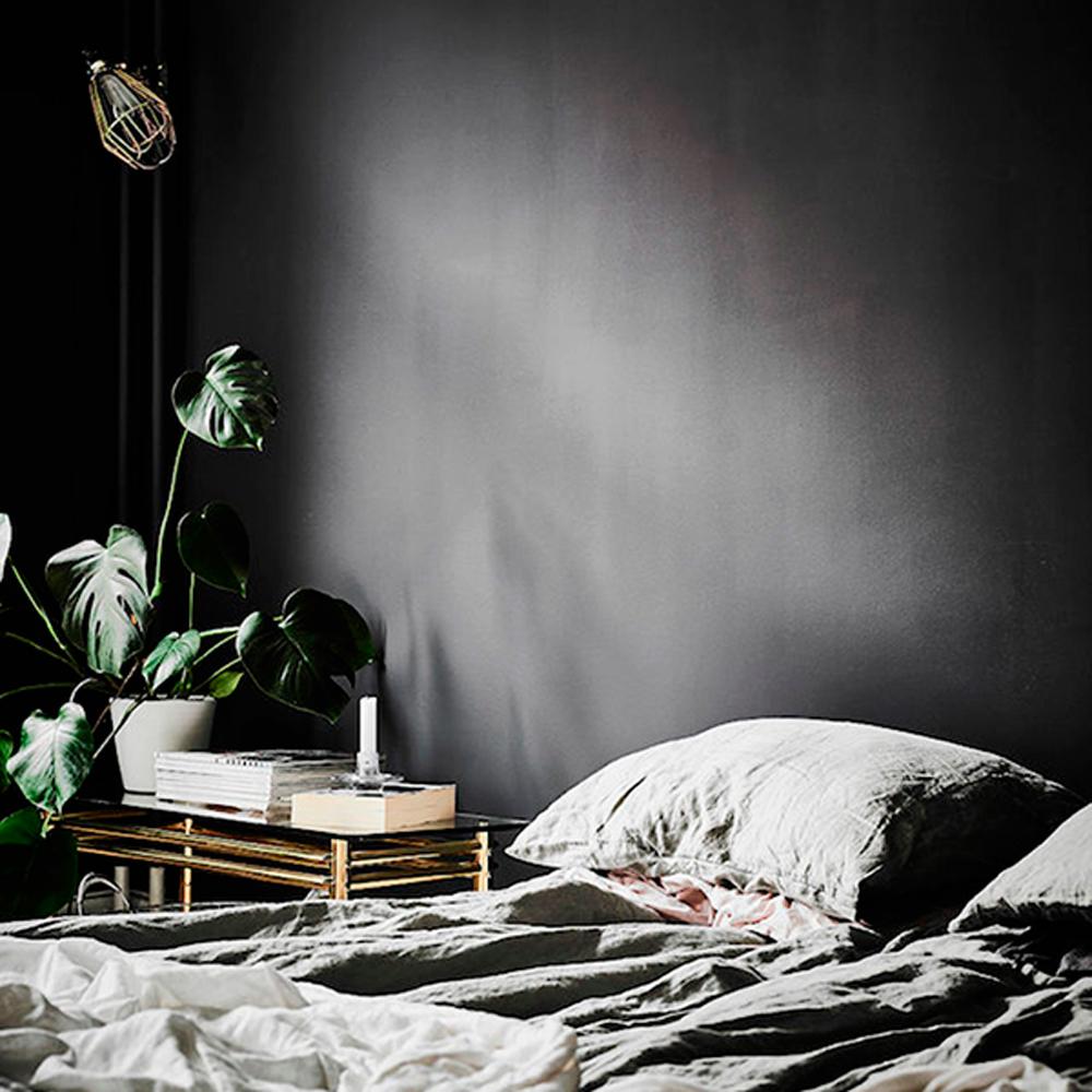 Osez le noir et le gris anthracite dans la chambre à coucher ...