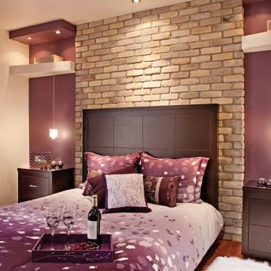 chaleureuse brique pour la chambre du sous sol chambre avant apr s d coration et. Black Bedroom Furniture Sets. Home Design Ideas