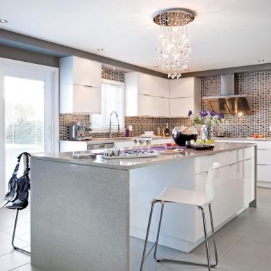 cuisine contemporaine d 39 un blanc miroitant cuisine avant apr s d coration et r novation. Black Bedroom Furniture Sets. Home Design Ideas
