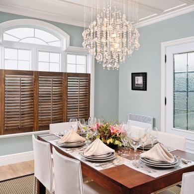 Ind modables persiennes dans la salle manger salle for Decoration fenetre persiennes
