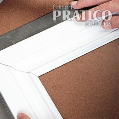 comment faire des encadrements de moulures en tapes d coration et r novation pratico. Black Bedroom Furniture Sets. Home Design Ideas