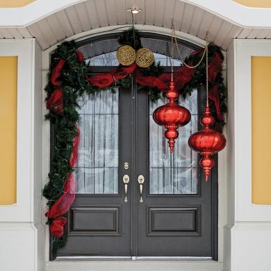 Fa ade de no l charmante et l gante inspirations for Decoration noel porte de garage