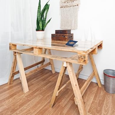 bois de palette table sur tr teaux inspirations d coration et r novation pratico pratique. Black Bedroom Furniture Sets. Home Design Ideas