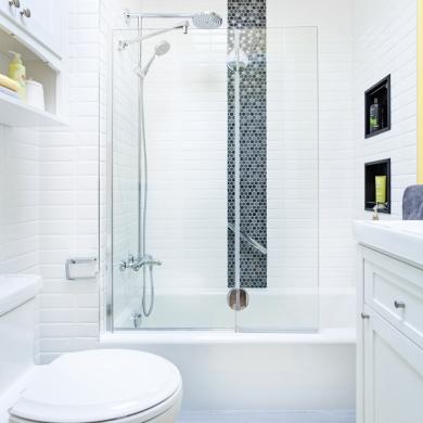 avant apr s une petite salle de bain modernis e salle de bain avant apr s d coration et. Black Bedroom Furniture Sets. Home Design Ideas