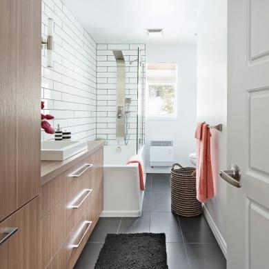 Salle de bain tout en longueur salle de bain for Salle bain en longueur