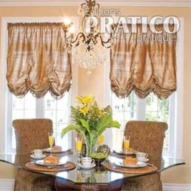 Rideaux de style dans une salle manger luxueuse salle for Rideaux de salle a manger
