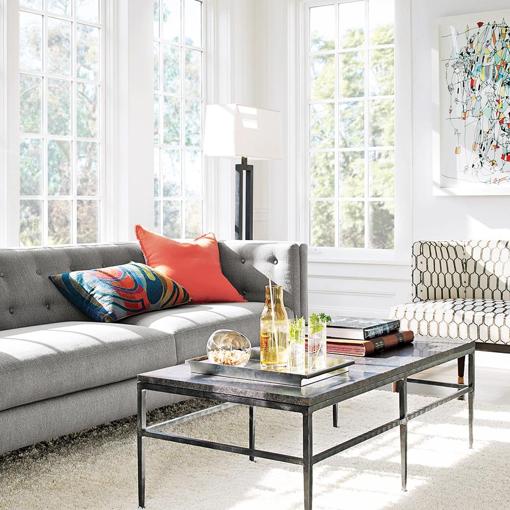 canap devant fenetre devant votre canap prfrez mettre une petite table basse avec ou coussins. Black Bedroom Furniture Sets. Home Design Ideas