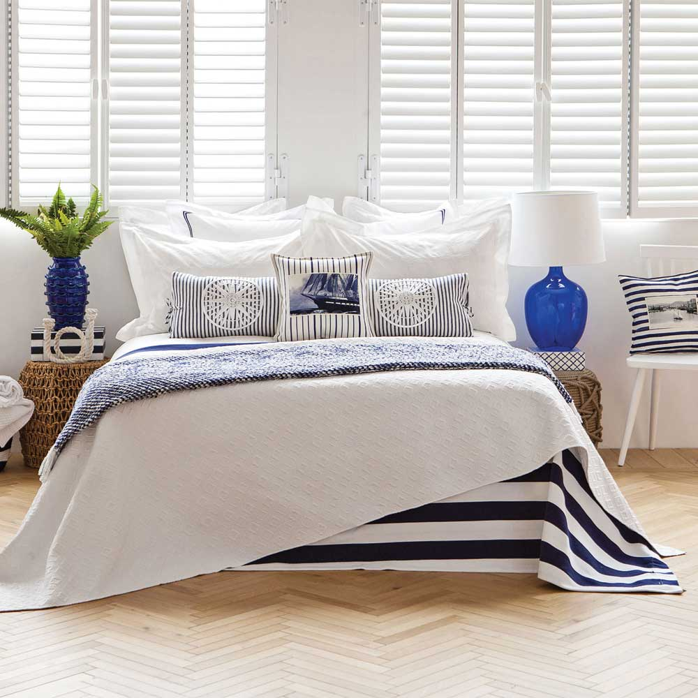 decoration bord de mer bleu dcoration table mariage de style bord de mer en blanc et bleu with. Black Bedroom Furniture Sets. Home Design Ideas