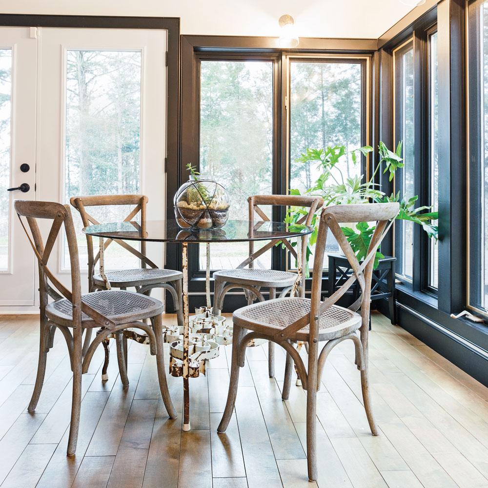 Un coin repas entre deux poques salle manger - Salle manger scandinave un decor elegant et pratique ...