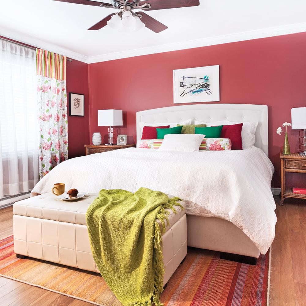 rouge en rappel des rideaux pour la chambre chambre inspirations d coration et r novation. Black Bedroom Furniture Sets. Home Design Ideas