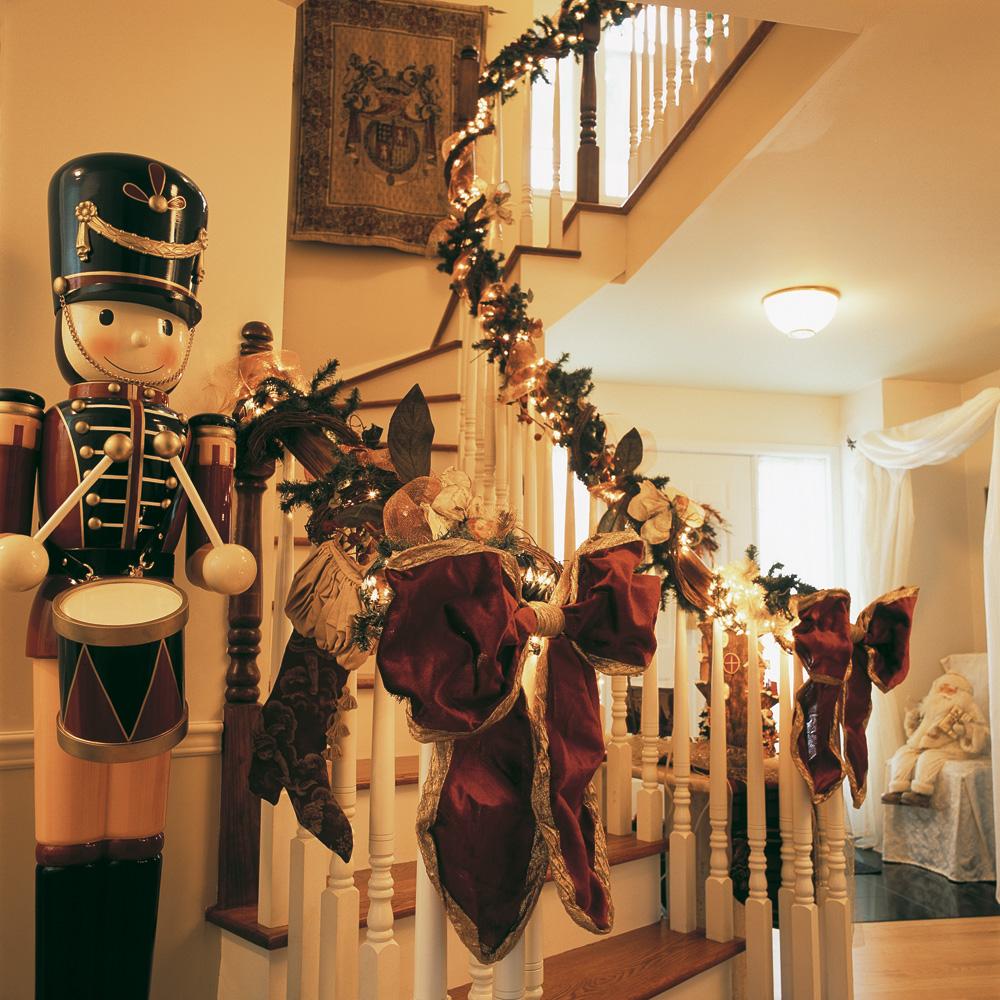 Un escalier illumin pour no l inspirations d coration - Decoration escalier noel ...