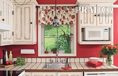 comment donner un look ancien aux armoires de cuisine en. Black Bedroom Furniture Sets. Home Design Ideas