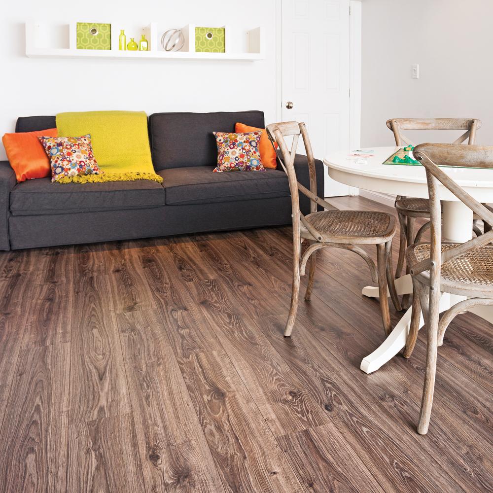 en tapes poser un plancher stratifi en tapes. Black Bedroom Furniture Sets. Home Design Ideas