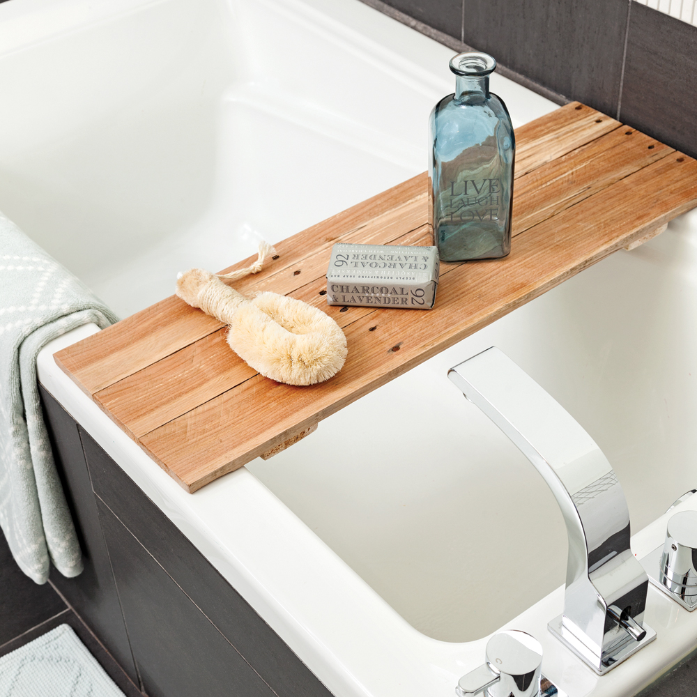Diy pont de bois pour le bain salle de bain for Deco bois pour salle de bain