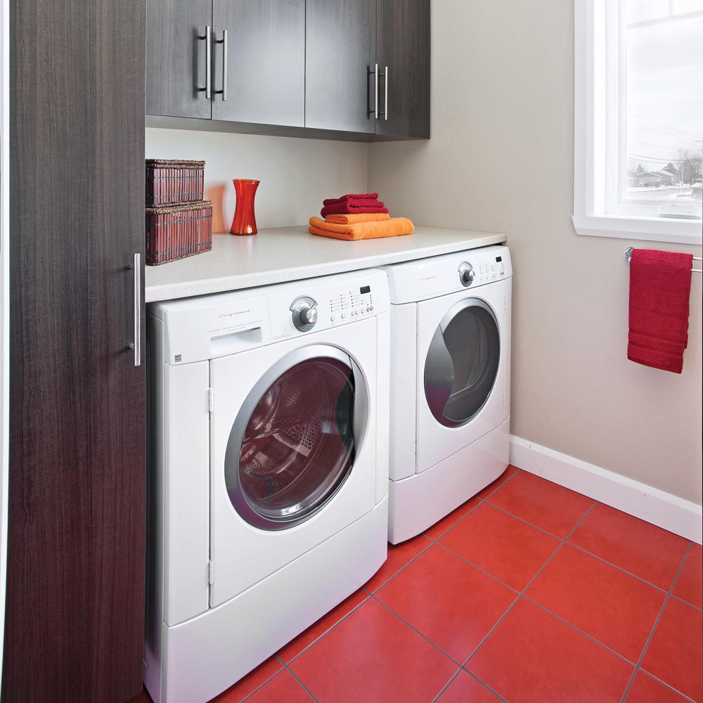 un espace pimpant pour salle de lavage salle de bain. Black Bedroom Furniture Sets. Home Design Ideas