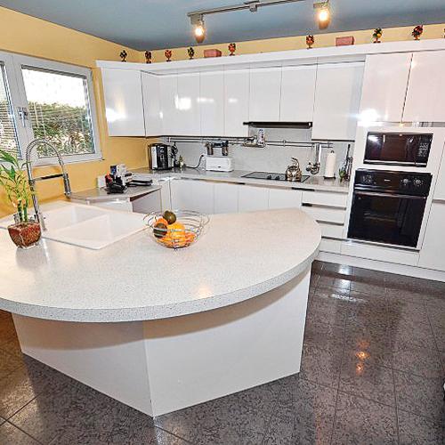 Une cuisine pur e et fonctionnelle cuisine avant - Cuisine pratique et fonctionnelle ...