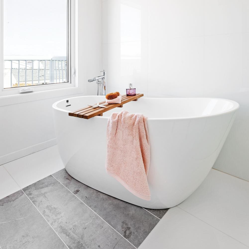 Une salle de bain de style h tel petit prix salle de for Salle de bain petit prix