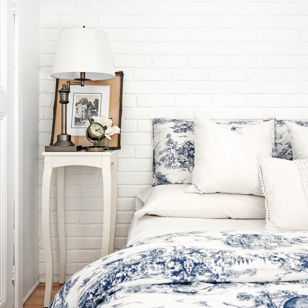 un mur de fausses briques chambre inspirations d coration et r novation pratico pratique. Black Bedroom Furniture Sets. Home Design Ideas