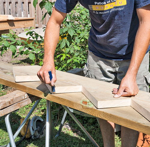 Fabriquer un escalier de patio - Je Jardine