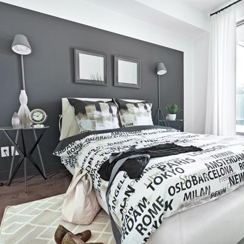 profitant duune importante luminosit grce la grande fentre la designer a os peindre le mur. Black Bedroom Furniture Sets. Home Design Ideas