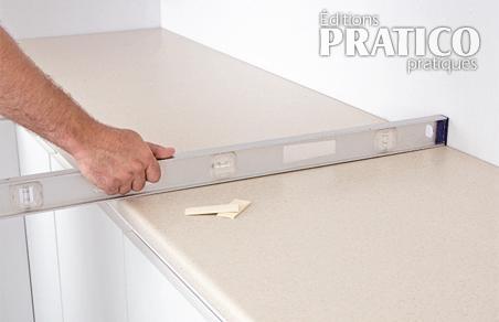 Comment installer un comptoir de cuisine en stratifi en tapes d coration et r novation - Recouvrir un comptoir de cuisine ...