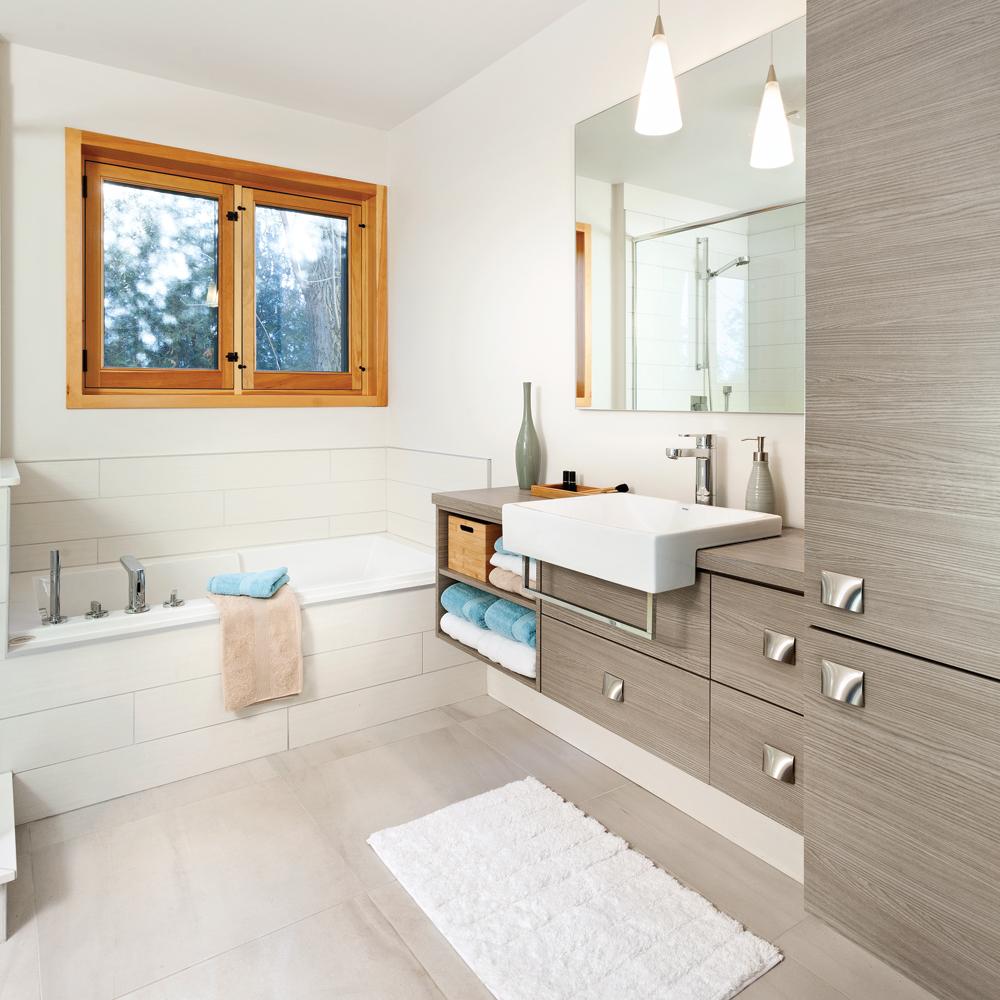 Transfo aux accents rustiques la salle de bain salle for Renovation salle de bain sans fenetre