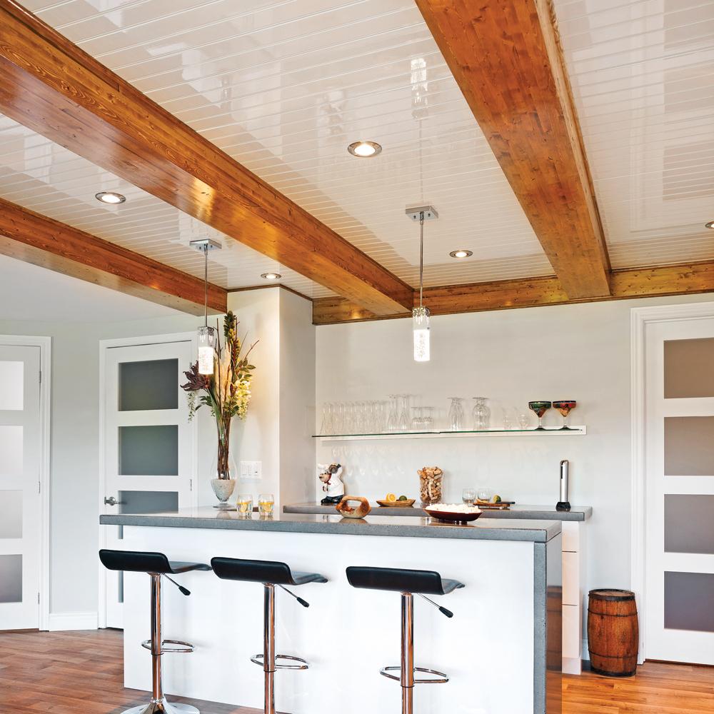 Un plafond chic et rustique cuisine inspirations for Cuisine rustique chic