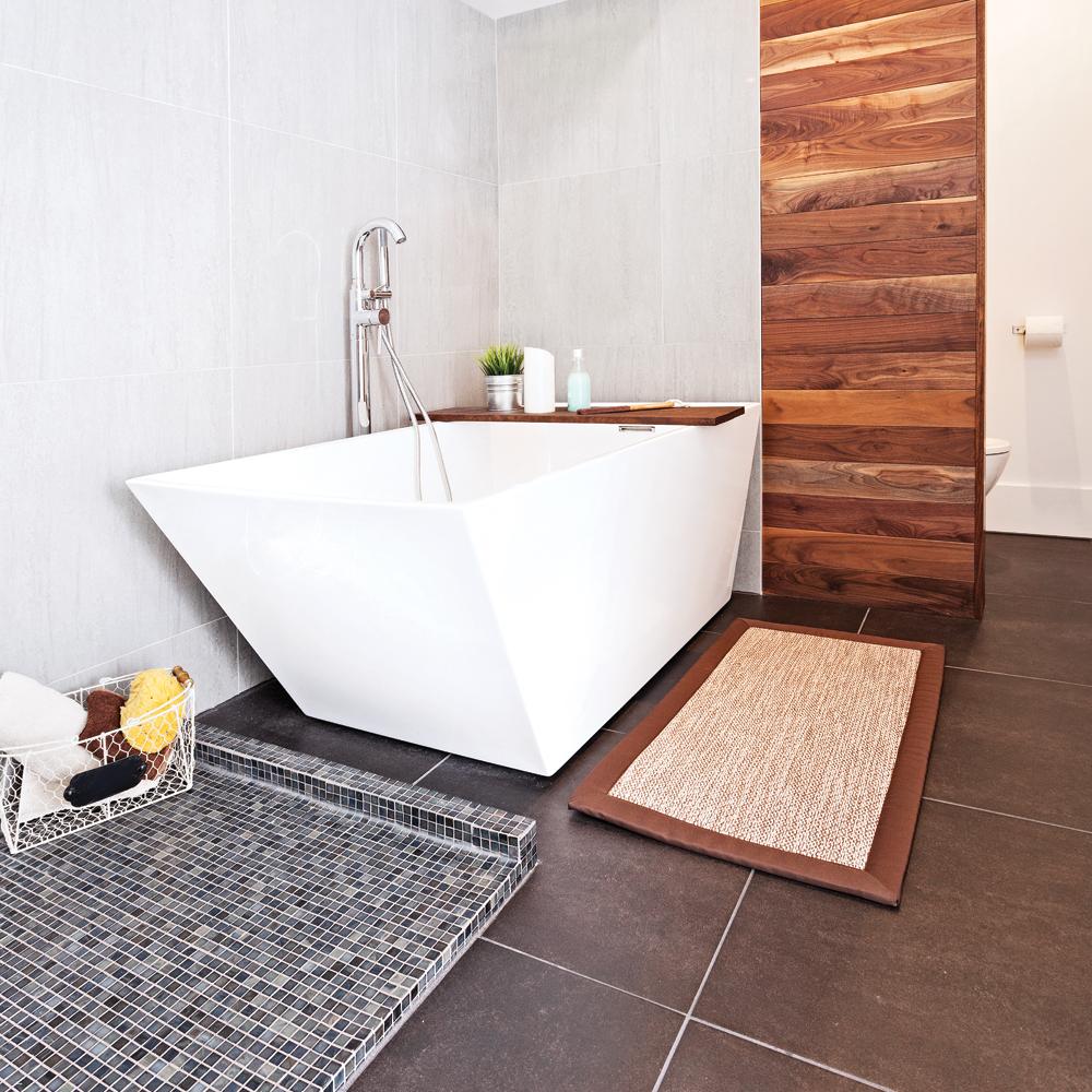 Une salle de bain minimaliste et raffin e salle de bain for Salle de bain minimaliste