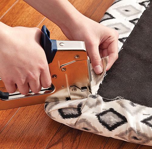 Second souffle pour vos chaises en tapes d coration for Recouvrir des chaises en tissu