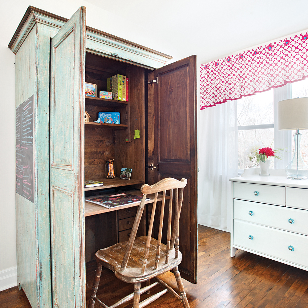 Diy une armoire transform e en bureau dossiers for Transformer une armoire en bureau