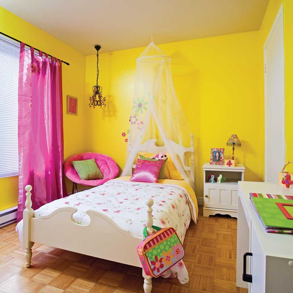 d corer la chambre de fille en un coup de baguette magique chambre avant apr s d coration. Black Bedroom Furniture Sets. Home Design Ideas