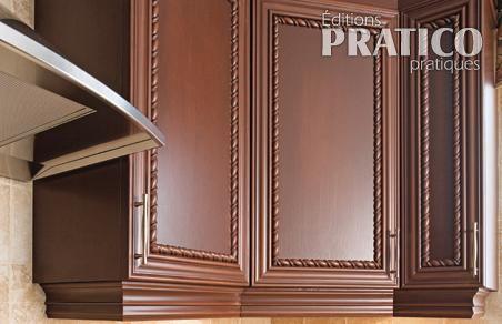 Finir les panneaux d 39 armoires de m lamine transform e en for Moulure armoire cuisine