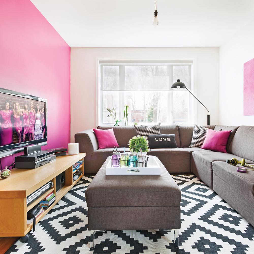 transfo du salon en mode fuchsia pour moins de 500 salon avant apr s d coration et. Black Bedroom Furniture Sets. Home Design Ideas