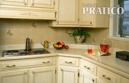 moulures sur les armoires de cuisine cuisine avant