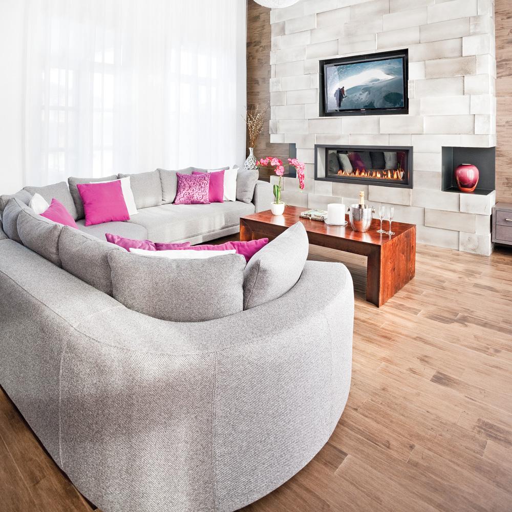 un mur de c ramique au salon salon inspirations d coration et r novation pratico pratique. Black Bedroom Furniture Sets. Home Design Ideas