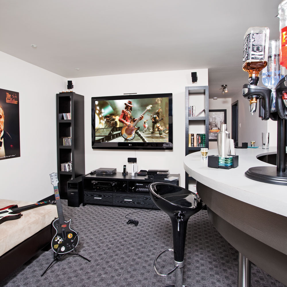 cin ma maison au masculin inspirations d coration et r novation pratico pratique. Black Bedroom Furniture Sets. Home Design Ideas