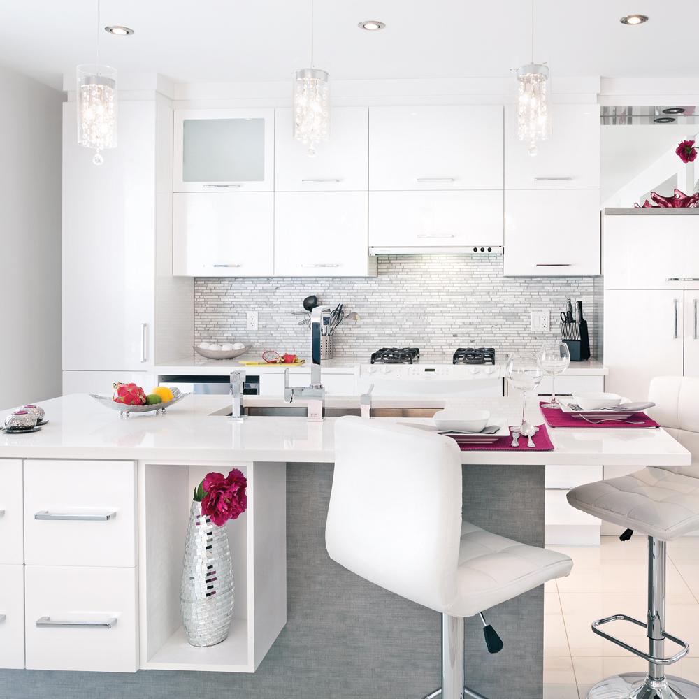Beautiful une cuisine fminine u ua with table de cuisine - Table de cuisine pratique ...