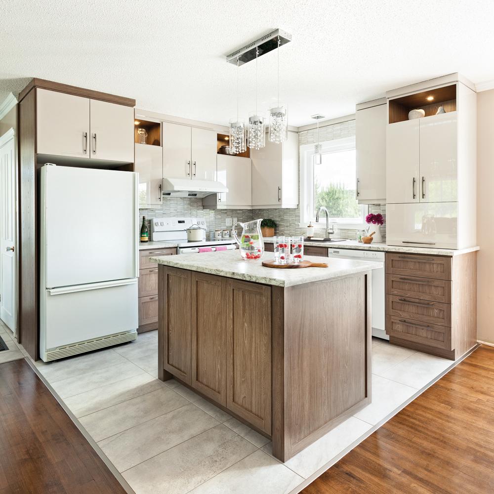 transfo lumineuse dans la cuisine cuisine avant apr s. Black Bedroom Furniture Sets. Home Design Ideas