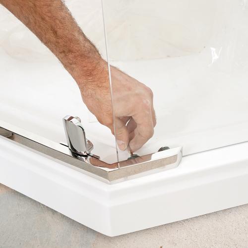 en tapes poser une douche en acrylique en tapes. Black Bedroom Furniture Sets. Home Design Ideas