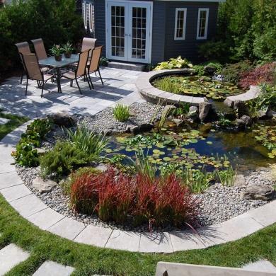 Bassin d 39 eau circulaire cour inspirations jardinage for Eau verte bassin exterieur