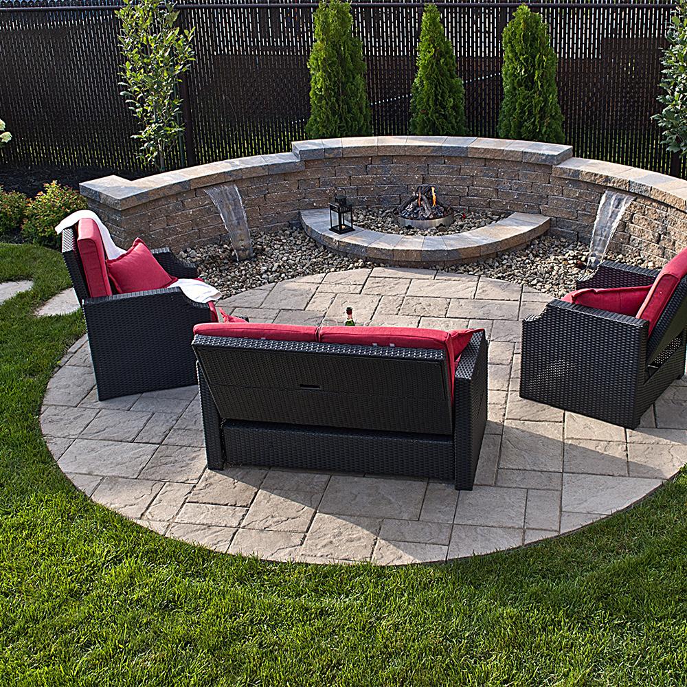 spacieux coin feu cour inspirations jardinage et. Black Bedroom Furniture Sets. Home Design Ideas