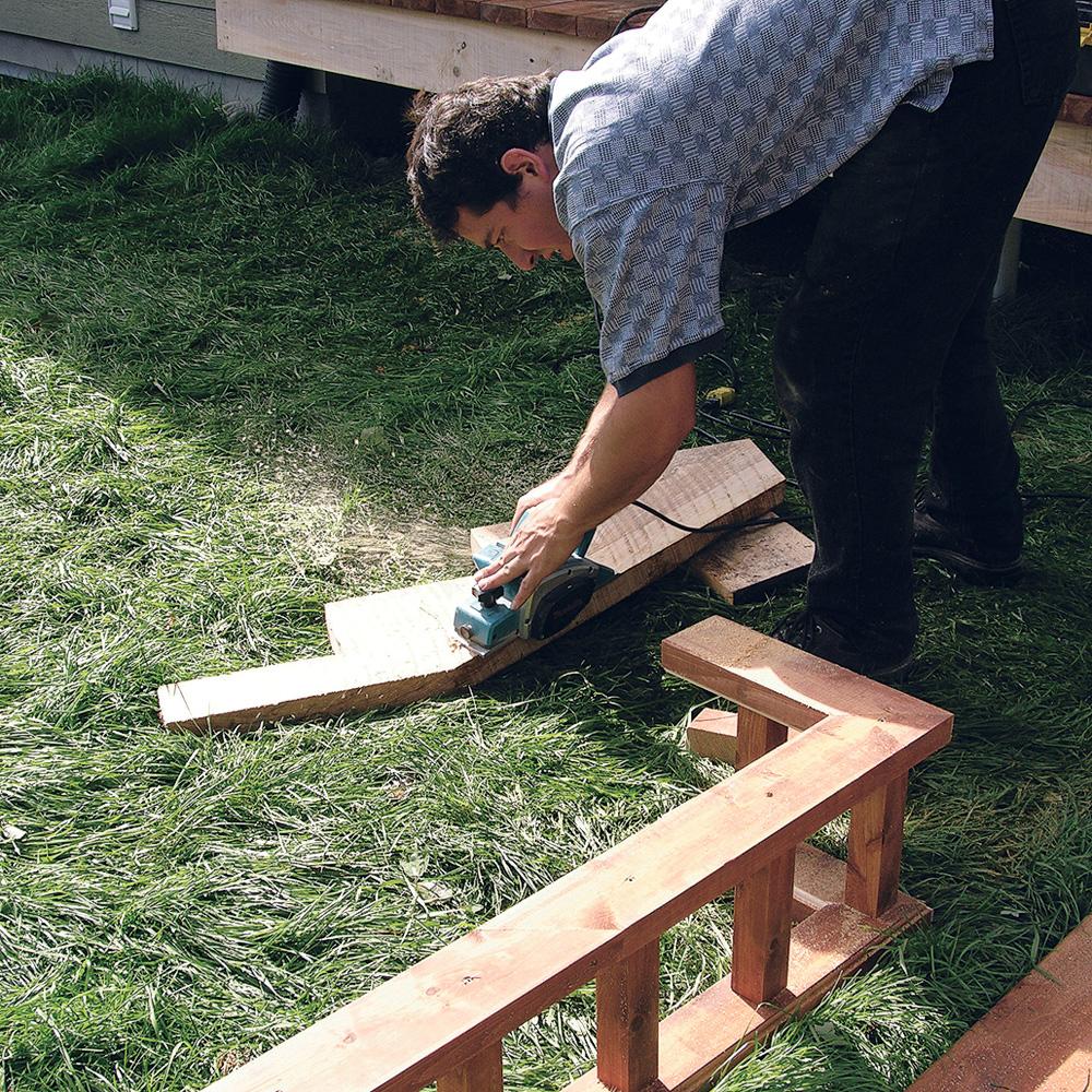 fabriquer escalier et garde corps pour le patio je jardine. Black Bedroom Furniture Sets. Home Design Ideas