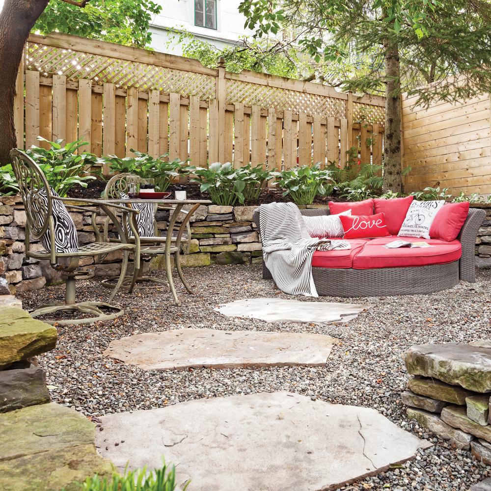 espace d tente accueillant et relaxant cour inspirations jardinage et ext rieur pratico. Black Bedroom Furniture Sets. Home Design Ideas