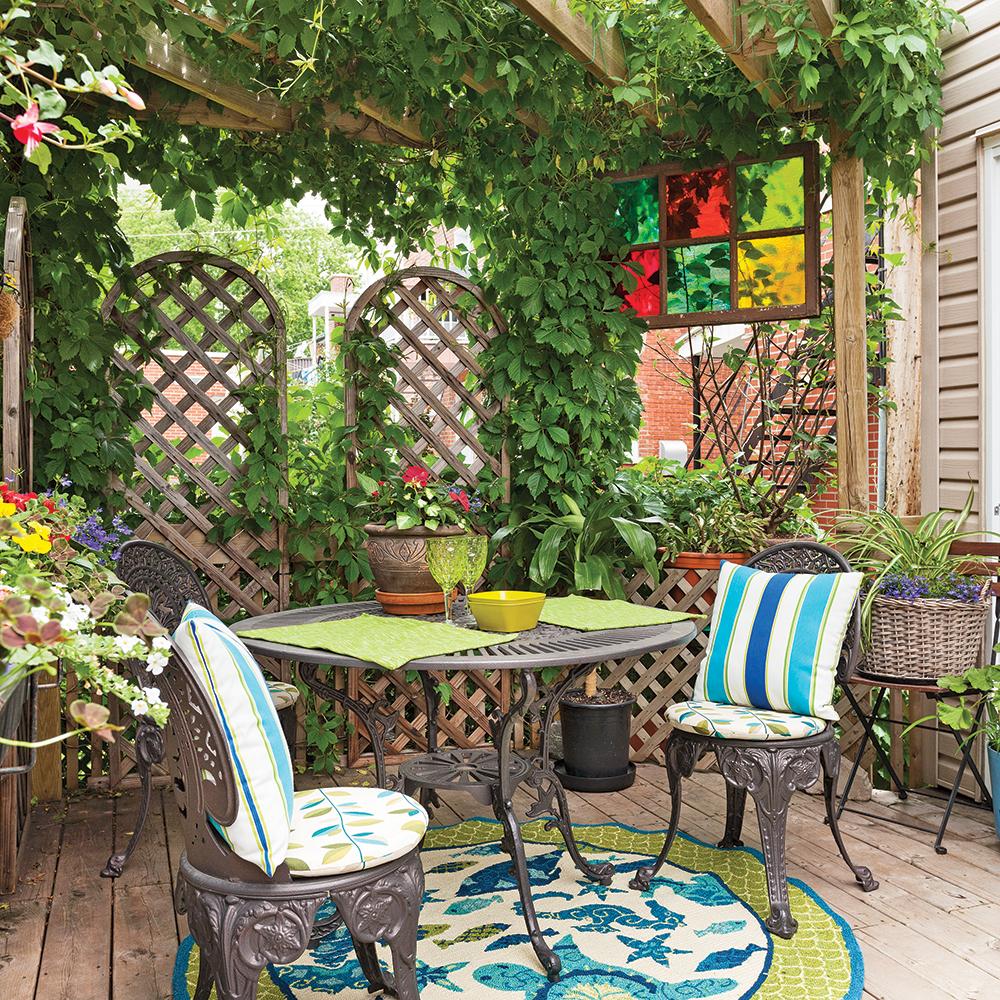 transfo moins de 500 une pergola pour un peu d 39 intimit trucs et conseils jardinage et. Black Bedroom Furniture Sets. Home Design Ideas