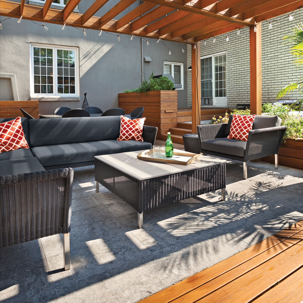 terrasse dans un crin de bois patio inspirations jardinage et ext rieur pratico pratique. Black Bedroom Furniture Sets. Home Design Ideas