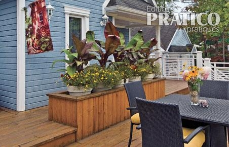 bac fleurs bien rempli sur le patio patio. Black Bedroom Furniture Sets. Home Design Ideas