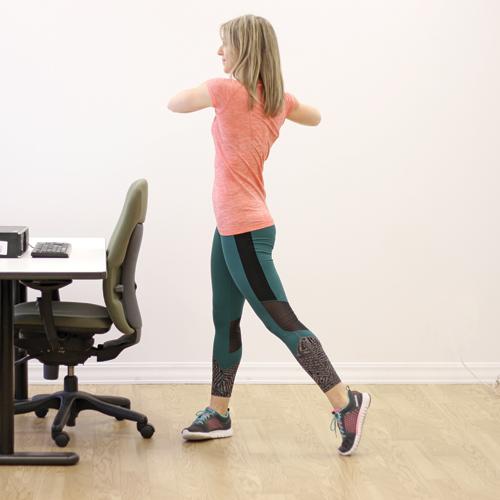 les 10 meilleurs exercices pour bouger au bureau pratico pratiques. Black Bedroom Furniture Sets. Home Design Ideas