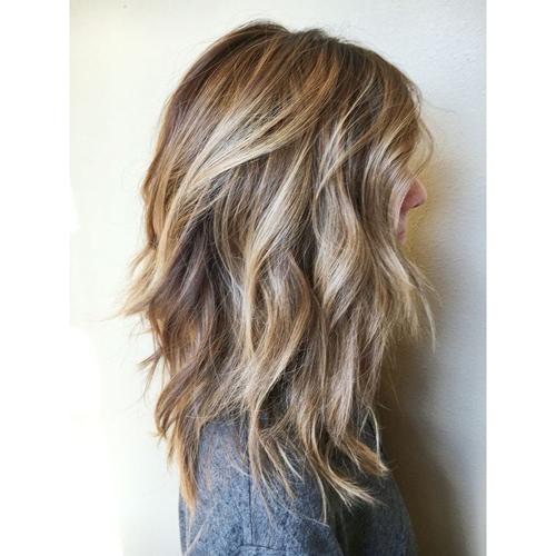 Cheveux mi long destructure