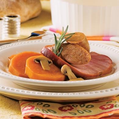 saucisses et jambon aux pommes de terre douces recettes cuisine et nutrition pratico pratique. Black Bedroom Furniture Sets. Home Design Ideas