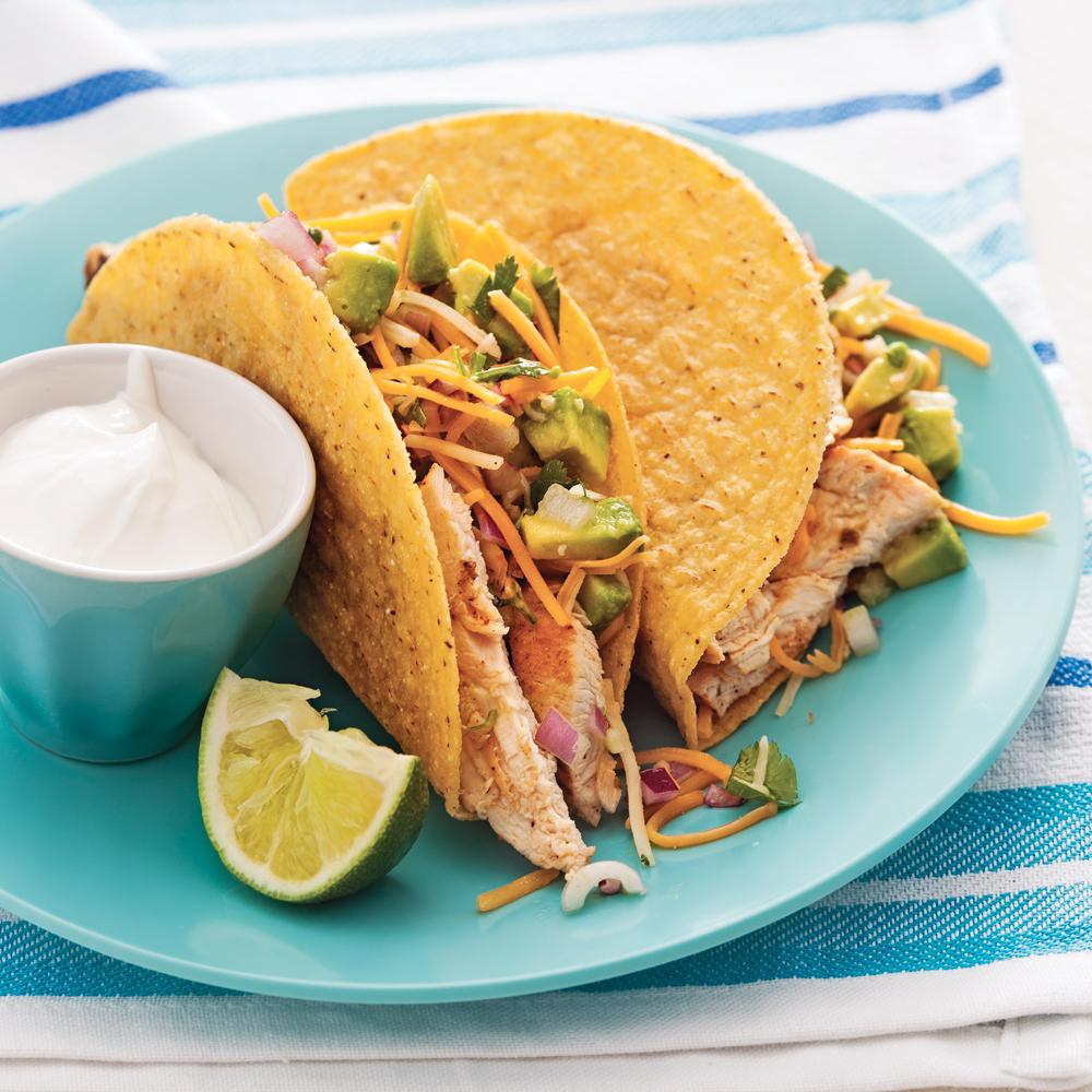 Tacos Au Poulet Et Salsa D'avocats